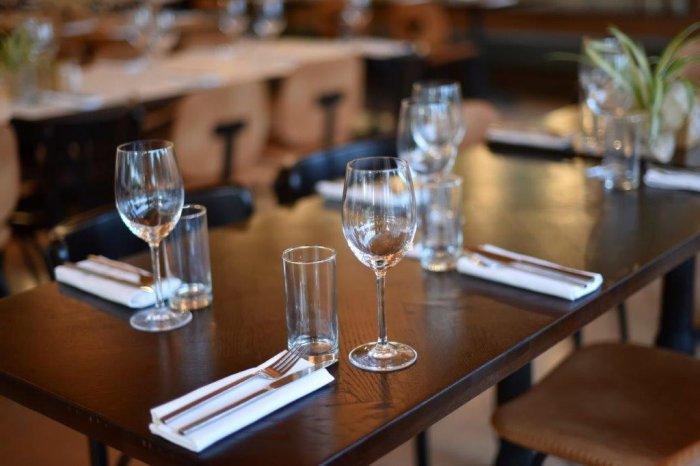 Glass cutlery